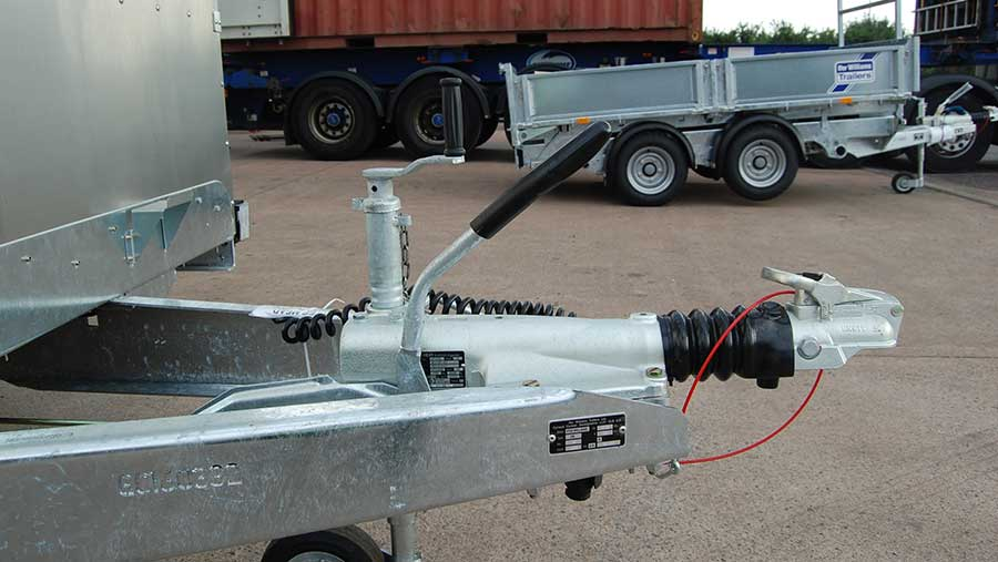 New hitch assembly for trailer
