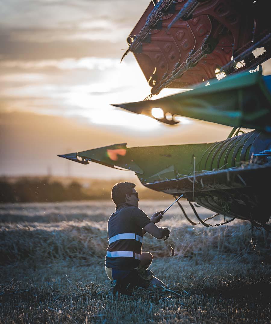 Will Jones clearing mud from combine header © Alexander Winslade
