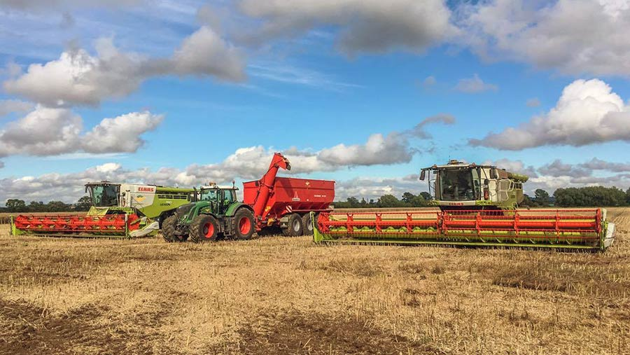 Harvest stopped at Flawborough Farms in Nottinghamshire © Will Jones