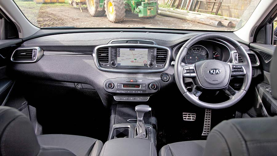 Kia Sorrento interior