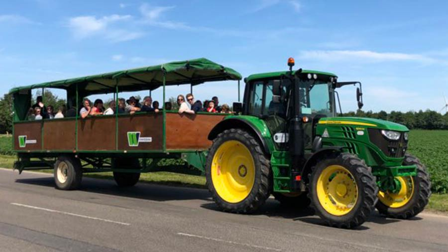 More than 1,000 people turned up to the Worth Farms event at Holbeach Hurn in Lincolnshire © Simon Day