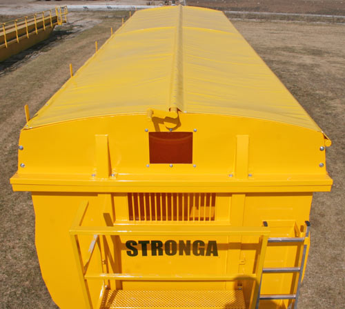 The Roll Sheet available on Stronga trailers is opened and closed front a bulkhead platform using a winding handle on the centre pole.
