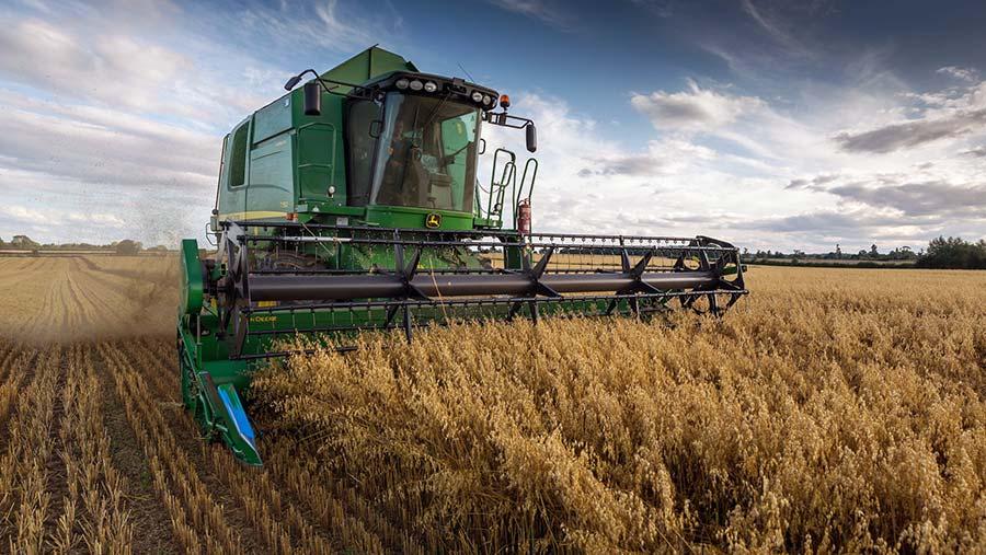 Harvesting oats © Tim Scrivener