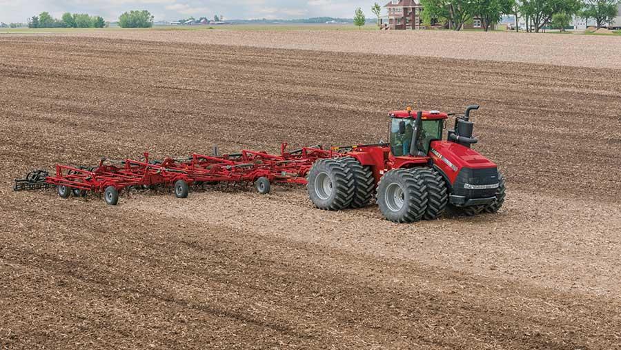 Case Steiger 620 at work in a field
