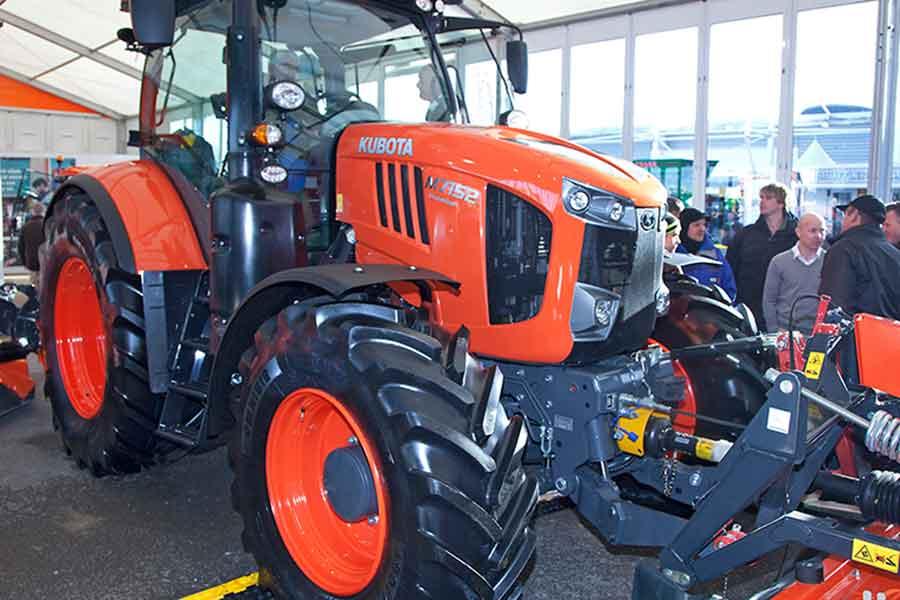 Kubota M7152 tractor