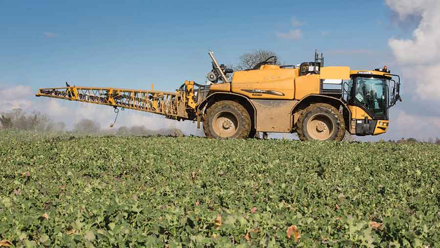 spraying-autumn-fungicides-