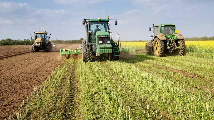 web 110917 Incorporación de batidores y arado antes de sembrar patatas c Gary Naylor