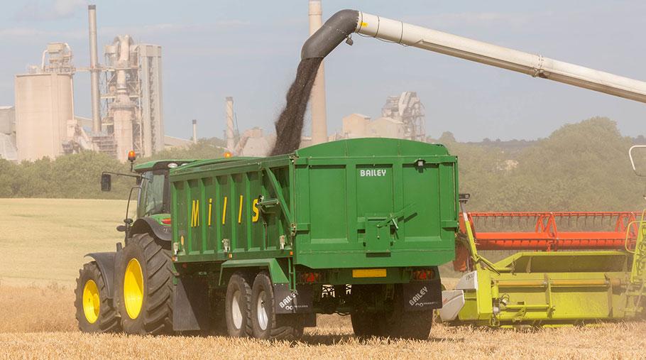 Oilseed rape harvest © Tim Scrivener