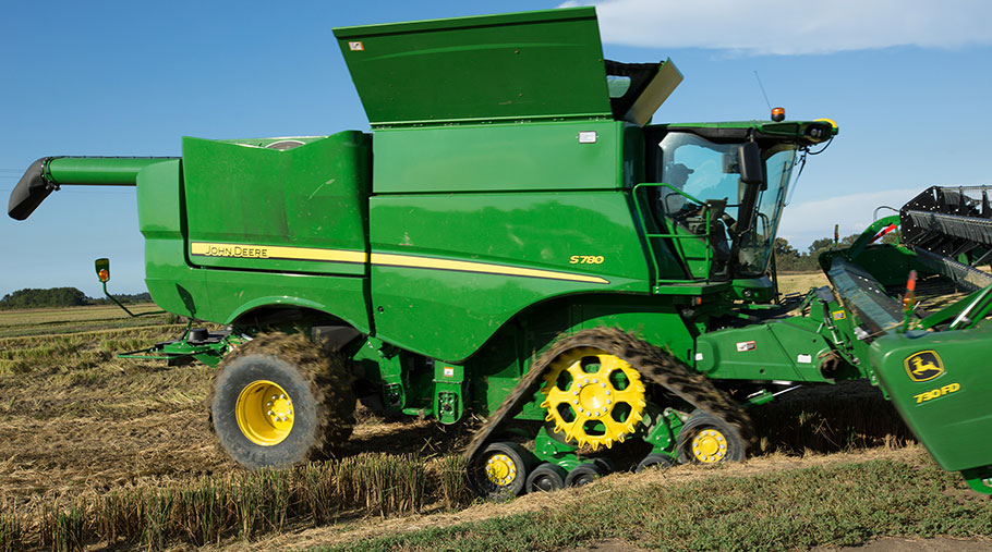John Deere S780 combine with new tracks