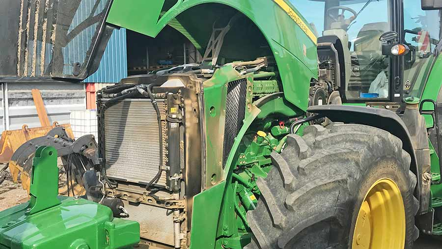 John Deere 8400R engine