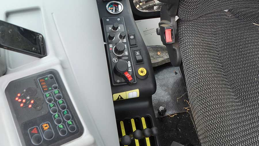 110hp Armatrac 1104 controls