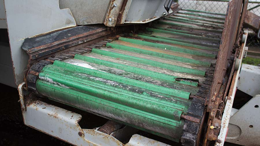 Discharge conveyor belt