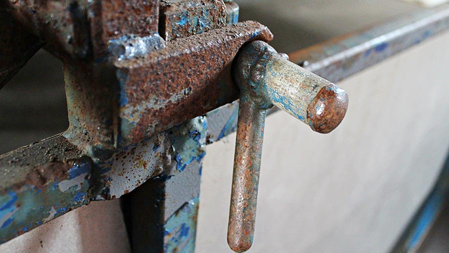 Close-up of a turnbuckle with the end enclosed by a welded-on cap