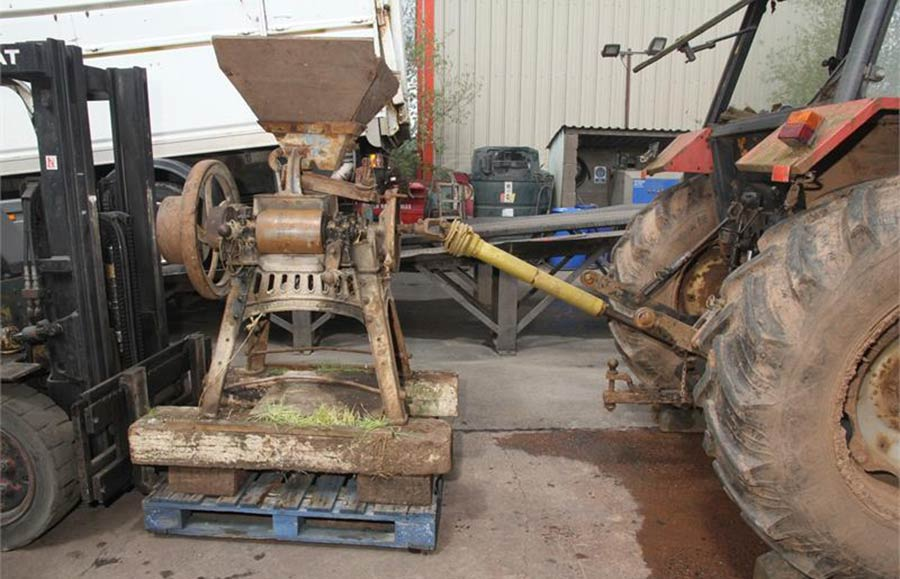 Picture shows a short PTO shaft connecting the tractor and an old milling machine