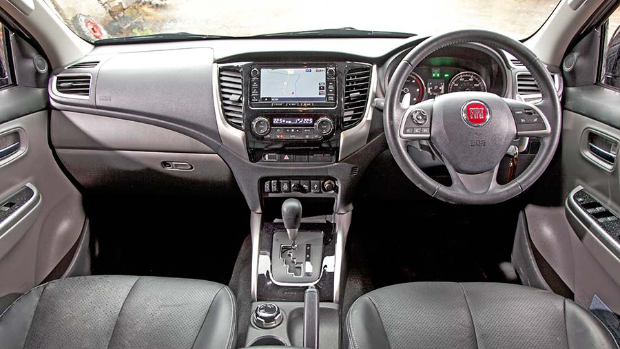 Fiat Fullback Cross interior