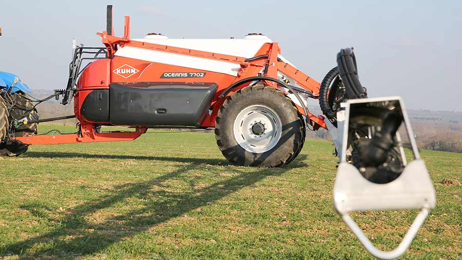 The Kuhn Oceanis 2 can have electronic quad nozzle holders for fine-grain control