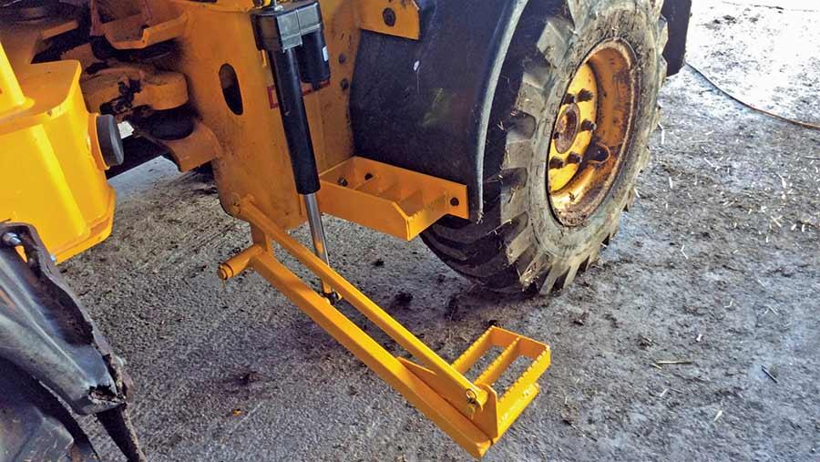 Hydraulic step painted yellow to match JCB shovel