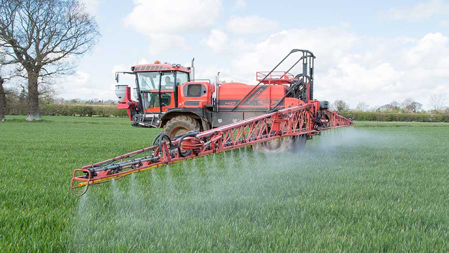 Spraying wheat with fungicide © Gary Naylor