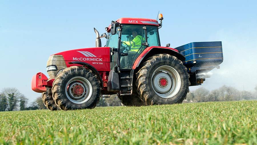 Spreading fertiliser © Gary Naylor