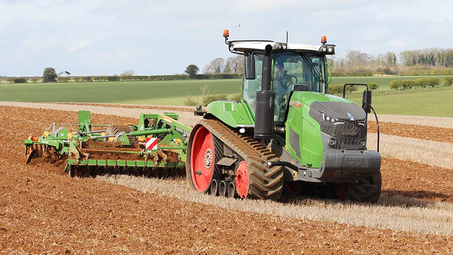 Fendt-900MT in field