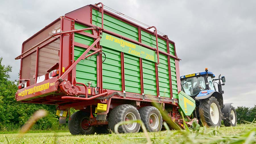 Zelon 8 forage wagon