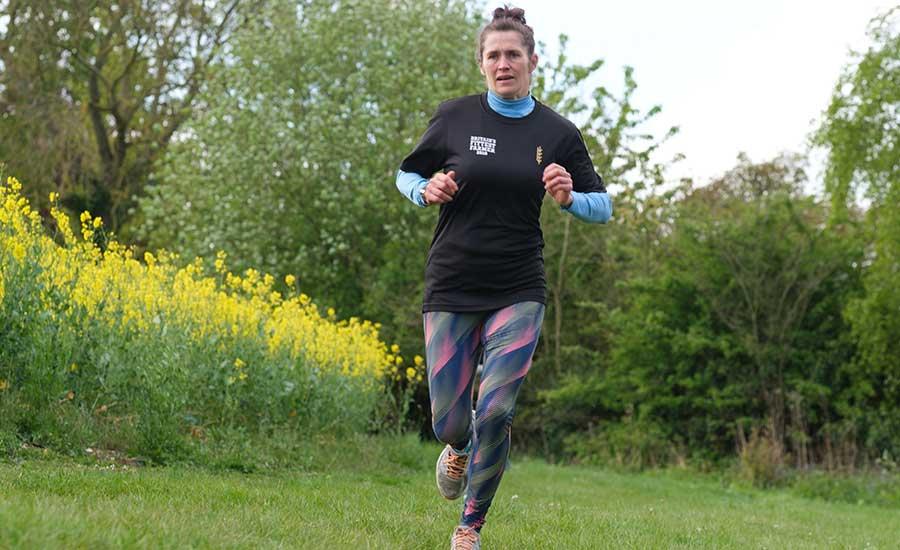 Cheryl Tanner running for the finish line © Colin Miller/RBI