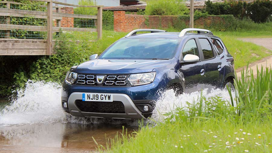 Dacia Duster driving through water