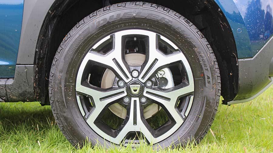 Dacia Duster close-up of wheel