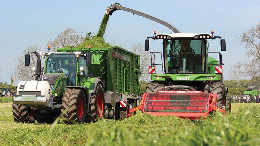 Fendt Katana forager in action