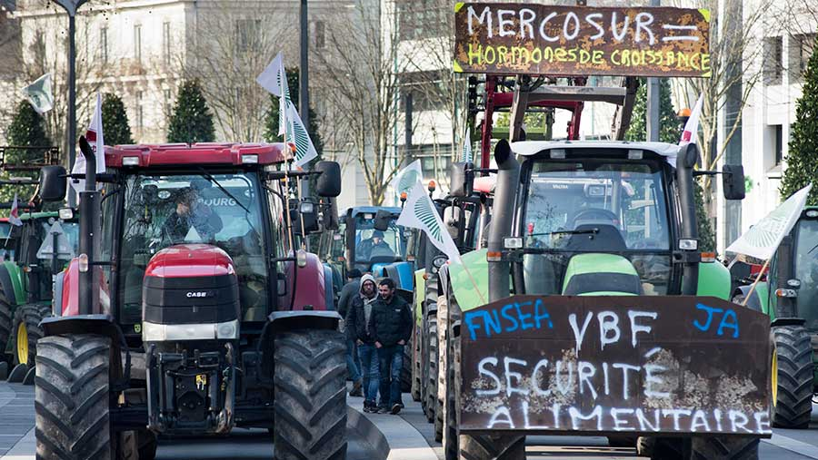 French farmers protest over the EU negotiations with Mercosur © Sebastien Salom Gomis/Sipa/Shutterstock