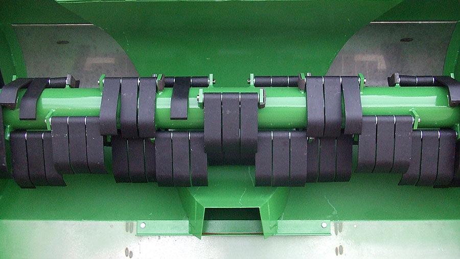 Baselier deflection plates