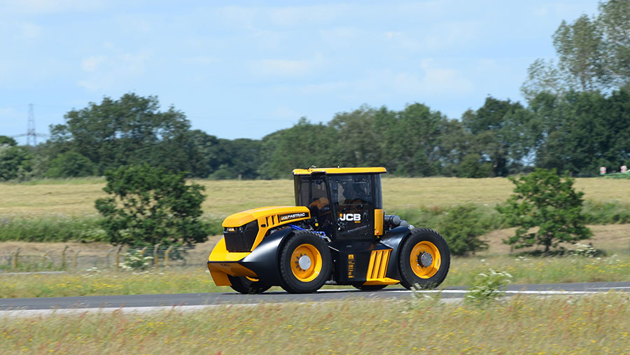 The racing JCB Fastrac in action around the track