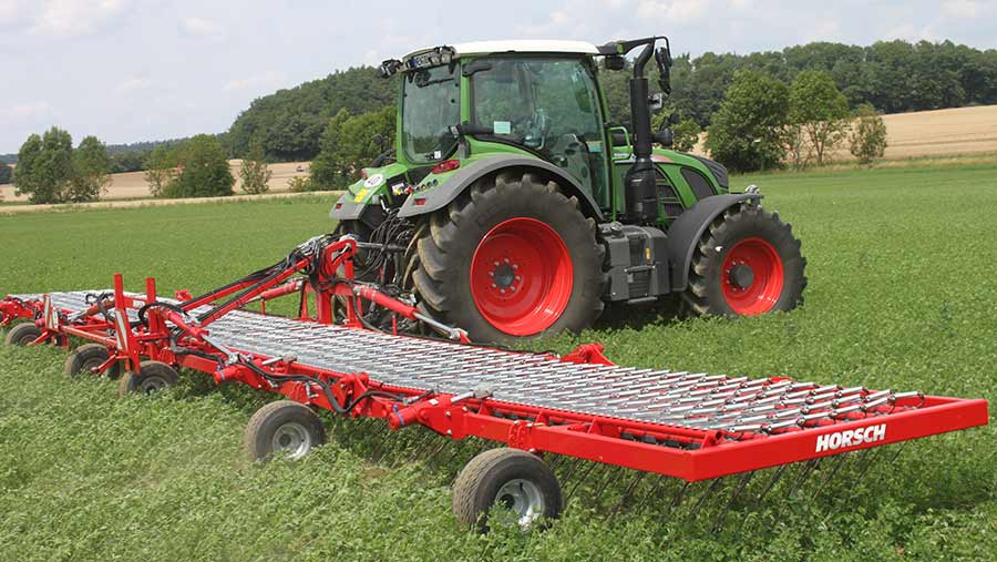 Three-point linkage mounted, the Cura ST is available in 6-15m working widths, and has six tine rows