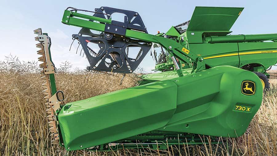 John Deere 700X combine header