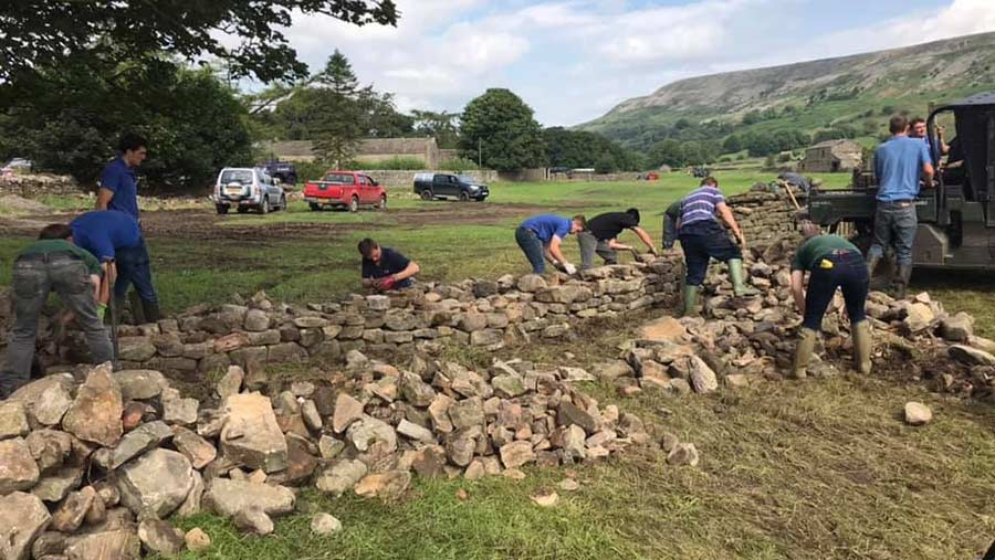 Young farmers helped rebuild stone walls in Reeth. © Yorkshire YFC
