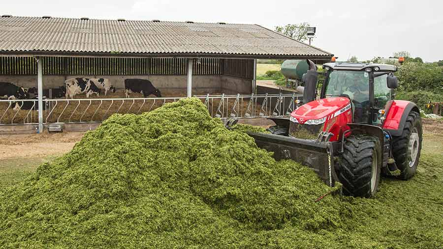 Moving grass cuttings with a tractor