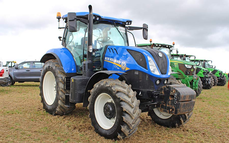 New Holland T7.190 at auction