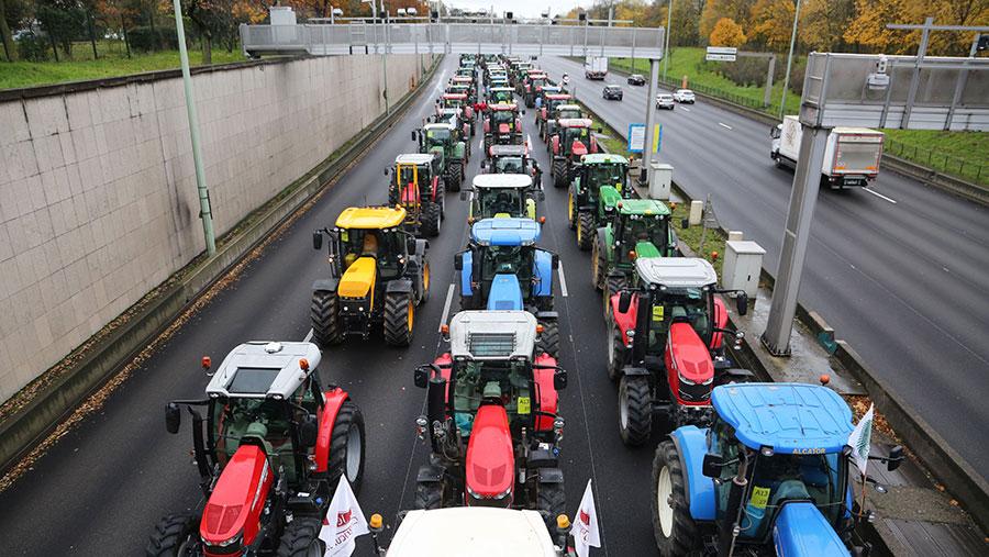 French farmers block the Parisian ring road with their tractors © Mustafa Sengi/SIPA/Shutterstock
