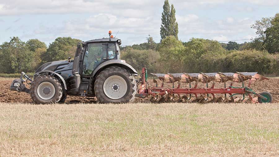Valtra T174EV in work