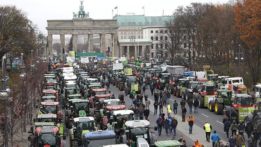 Mass rally of farmers at Brandenberg Gate