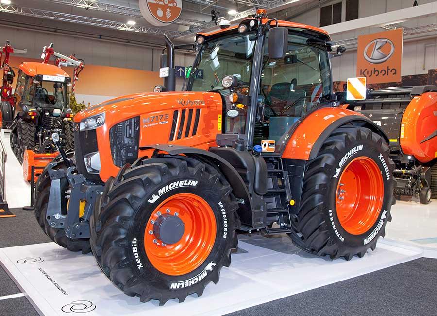 Kubota M7173 tractor