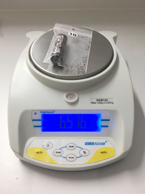 Scales to weigh the collected red mites