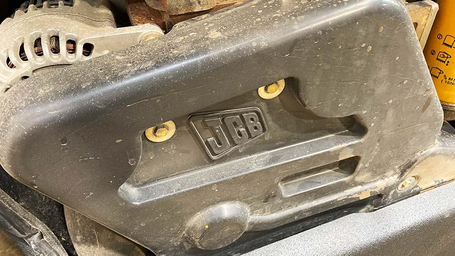 Telehandler auto-tensioner
