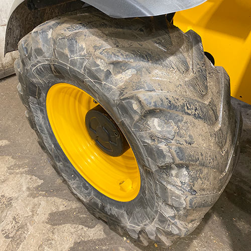 Telehandler tyre