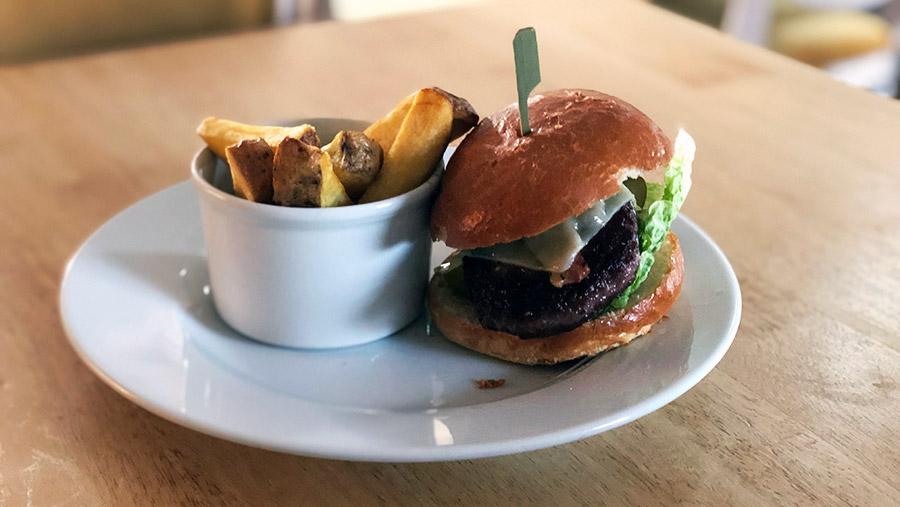 Beef burger © Oli Hill