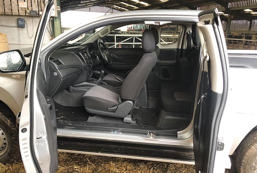 Misubishi L200 with side doors open