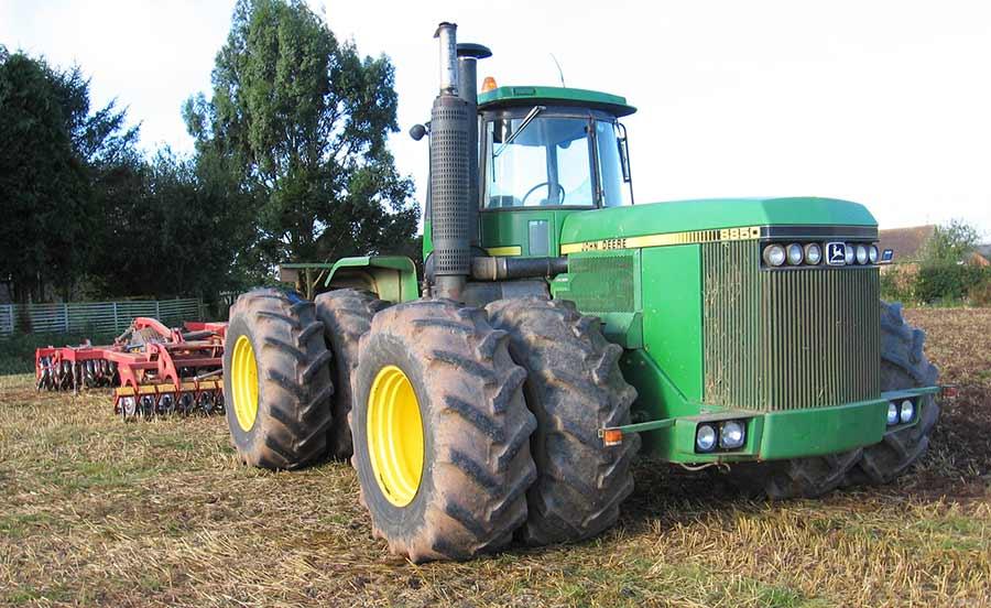 Side view of 8850 in a field