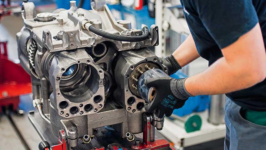 Worker assembling transmission