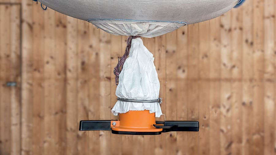 Fledbag device attached to a bulk bag
