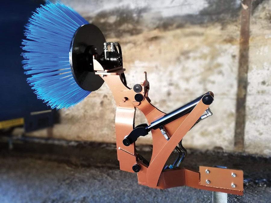 Andy Dymond's 'Xtra Arm' cubicle brush